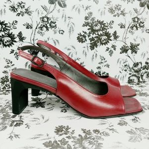 Vtg Classiques Entier sling back square toe heels